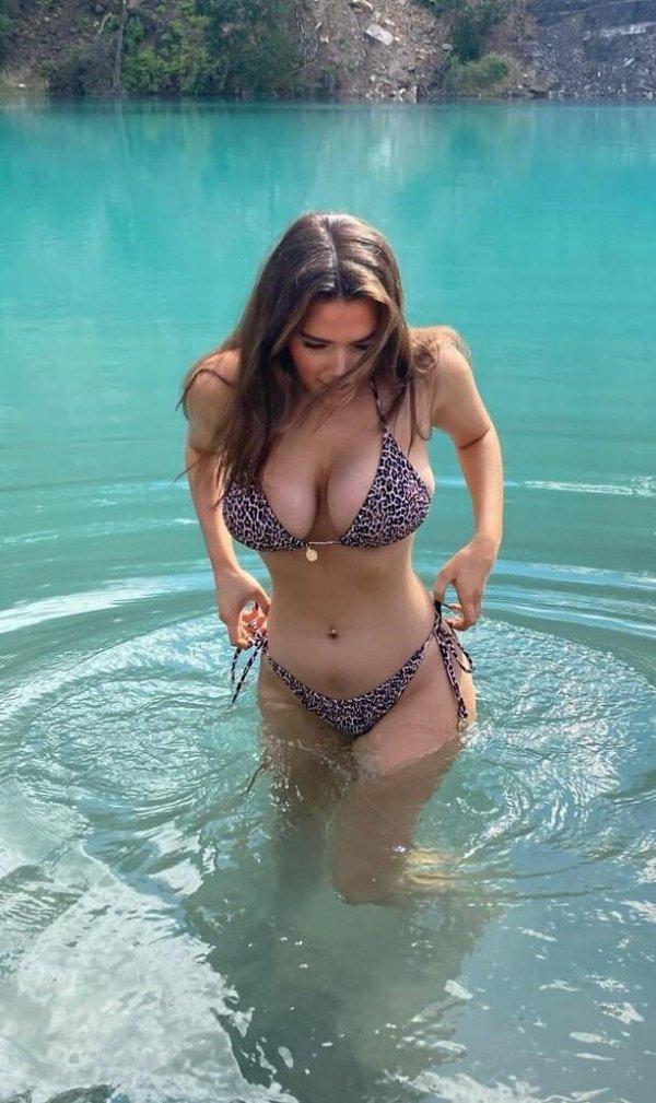 Wet Girls (41 pics)
