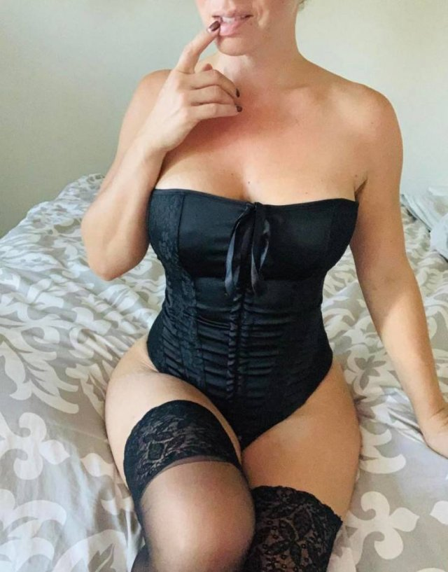 Girls In Corsets (40 pics)