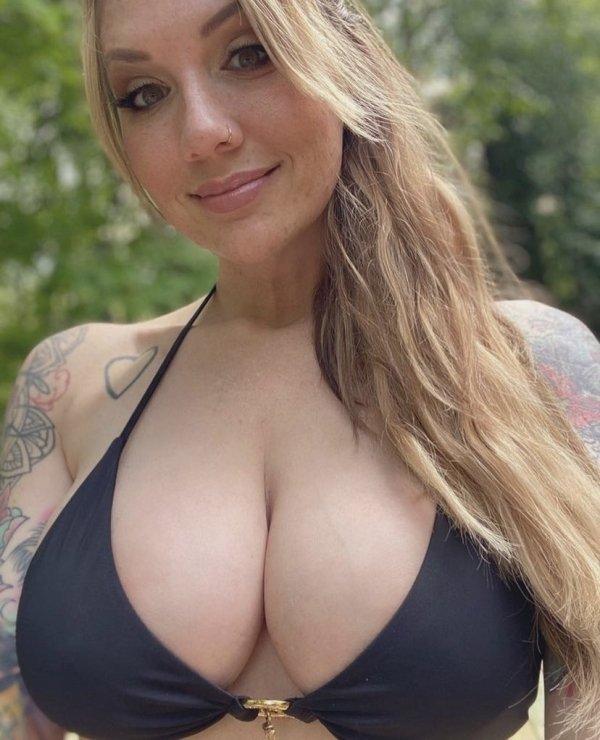 Tattooed Girls (61 pics)