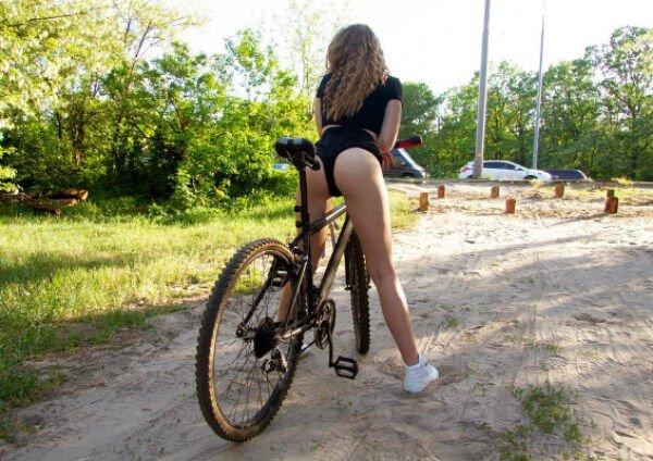 Girls Riding Bicycles (45 pics)