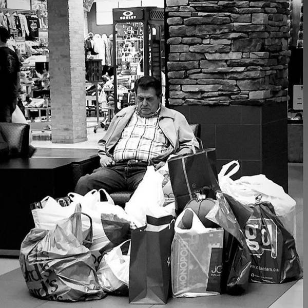 Men Shopping With Their Wives (37 pics)