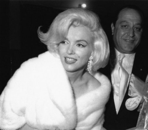 The Story About Iconic Marilyn Monroe Dress (13 pics)