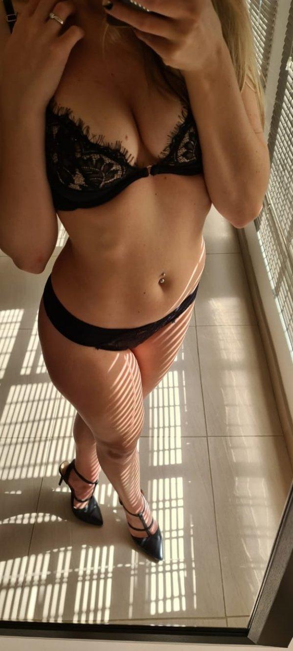 Girls With Beautiful Legs (44 pics)