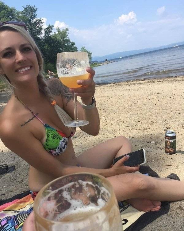 Girls And Alcohol (35 pics)