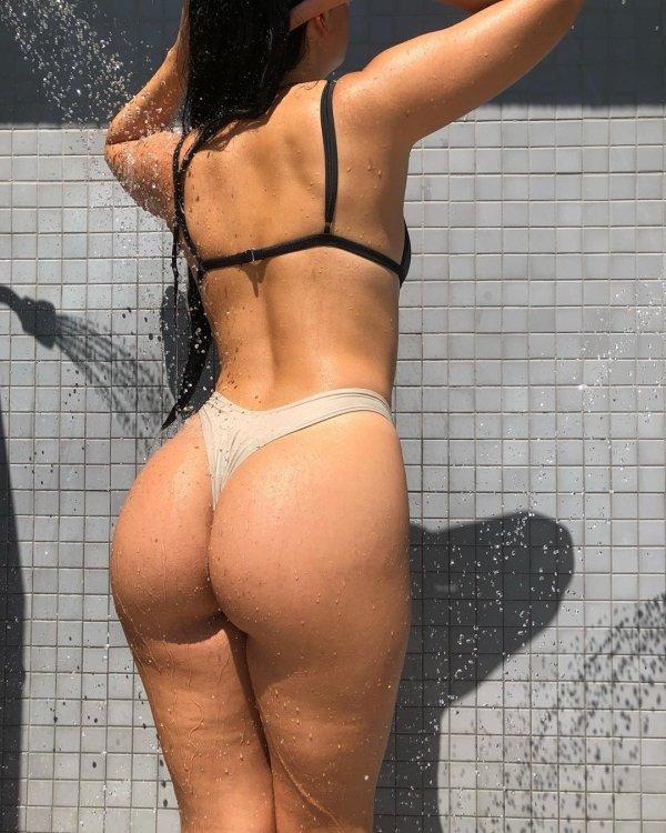 Wet Girls (37 pics)