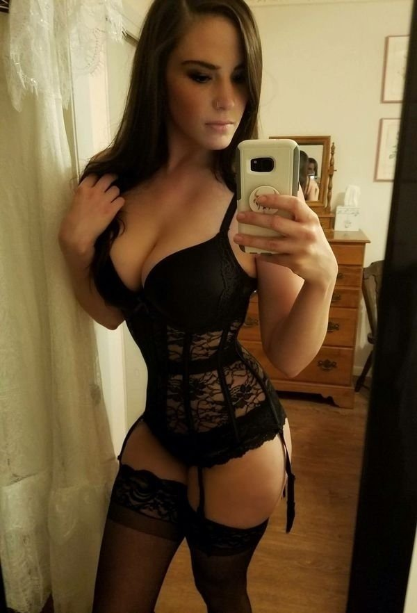 Girls In Corsets (35 pics)