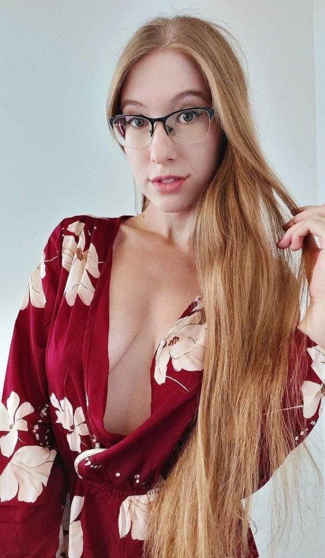 Girls In Glasses (45 pics)