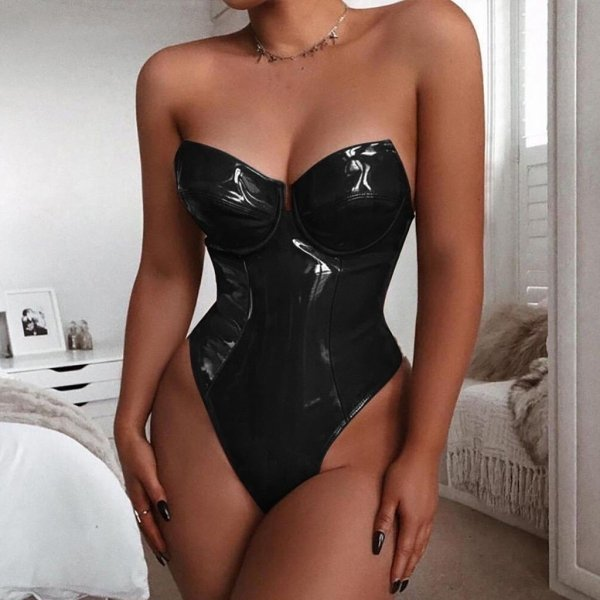 Girls In Latex And Leather (40 pics)