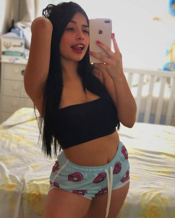 Girls In Pajamas (35 pics)