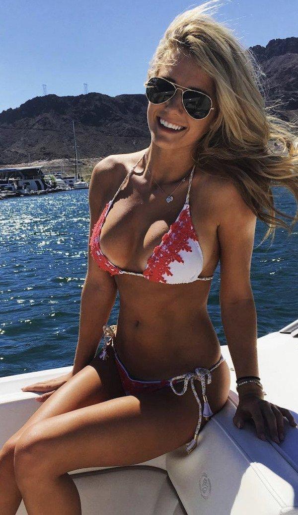 Girls On Boats (38 pics)