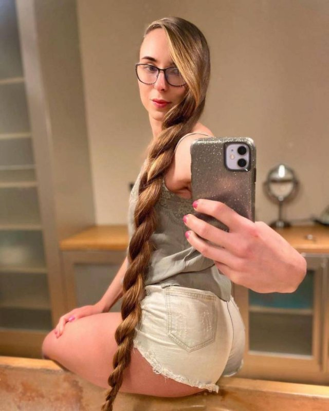 Kateryna Demers Receives An Offer To Have Her Hair Cut For $500,000 (18 pics)