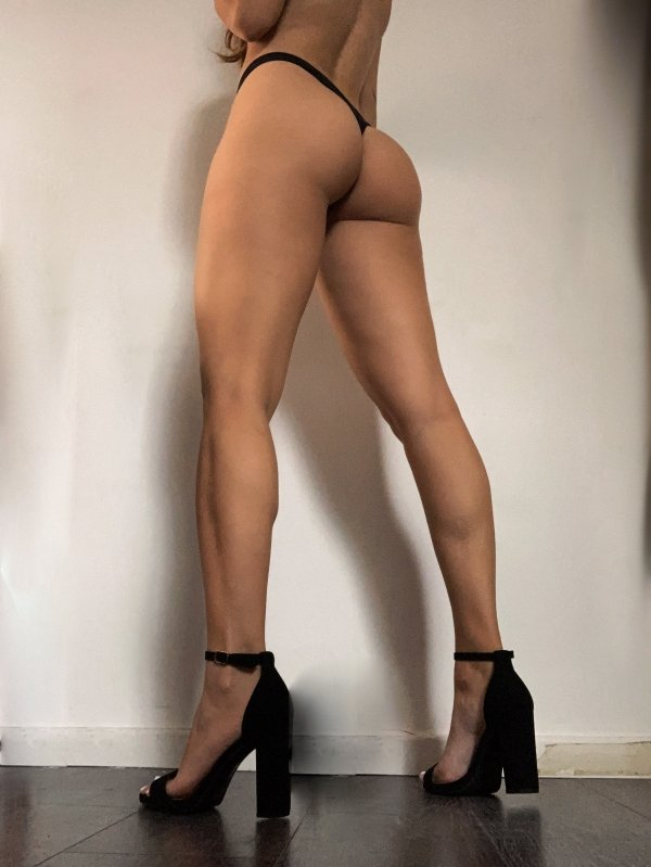 Girls With Long Legs (36 pics)