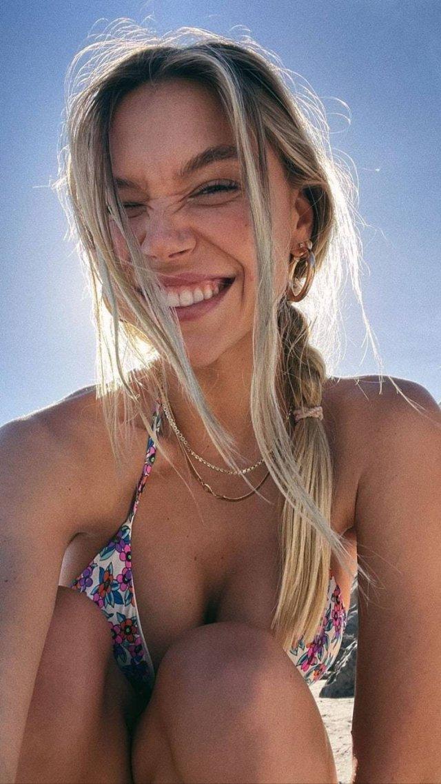 Bikini Girls (49 pics)