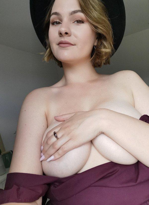 Braless Girls (40 pics)