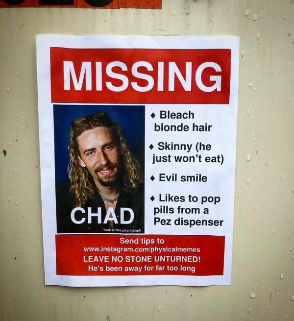 Man Trolls Neighbors With Posters (24 pics)