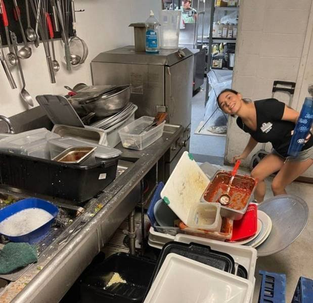 Kitchen Staff Stories (20 pics)