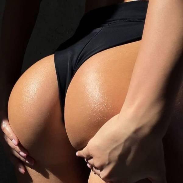 Rear View (69 pics)