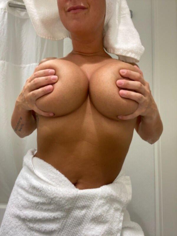 Hand Bras (40 pics)