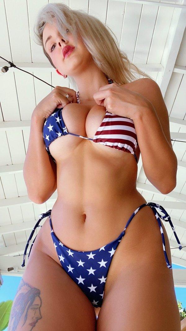Hot Girls (66 pics)