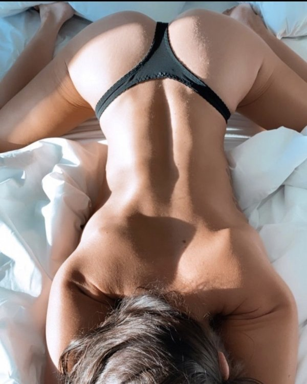 Bend At The Waist (37 pics)