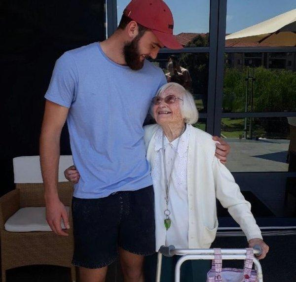 Wholesome Moments (20 pics)