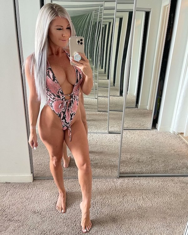 Girls In Swimsuits (61 pics)