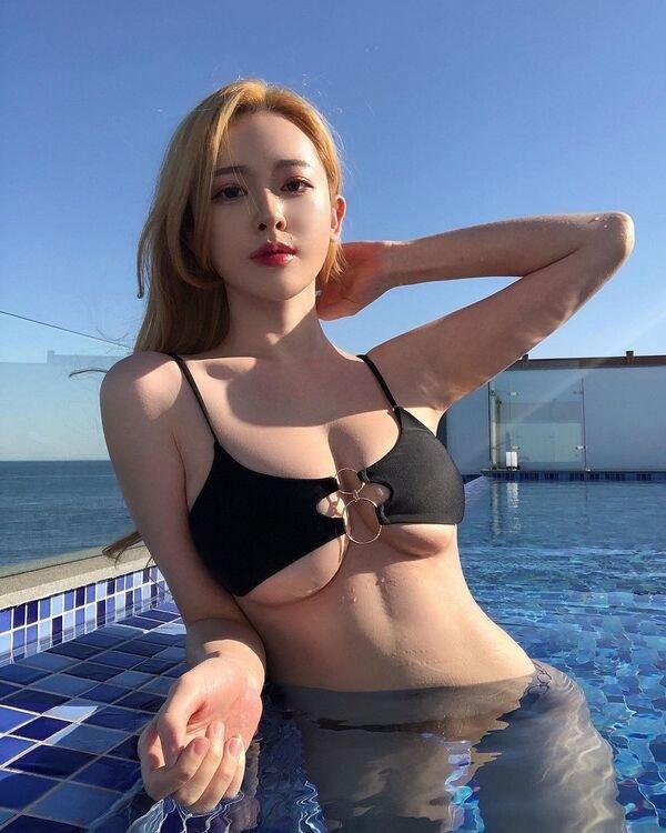 Bikini Girls (40 pics)