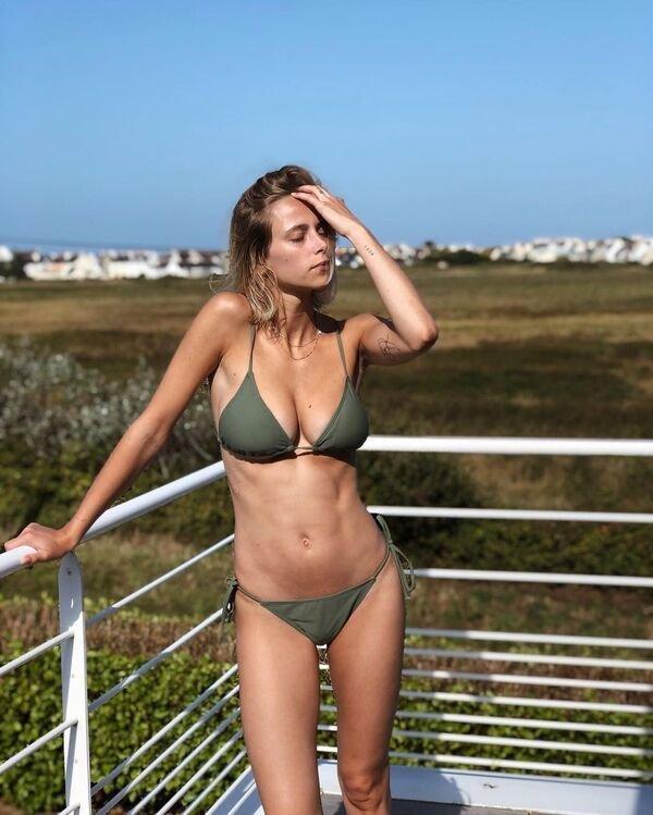 Bikini Girls (93 pics)