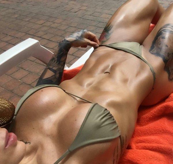 Tattooed Girls (52 pics)
