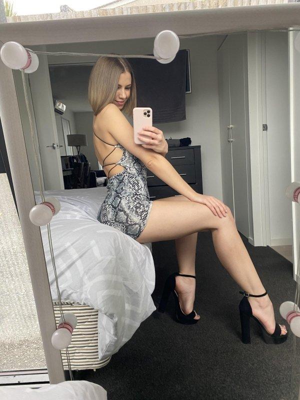 Selfie Girls (37 pics)