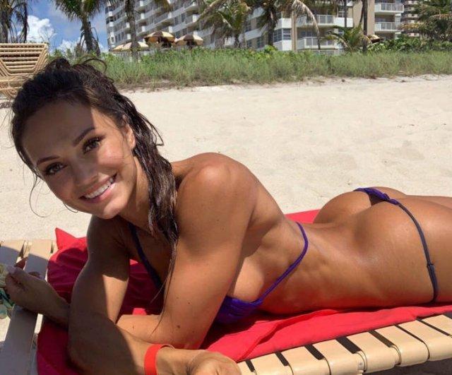 Bikini Girls (46 pics)