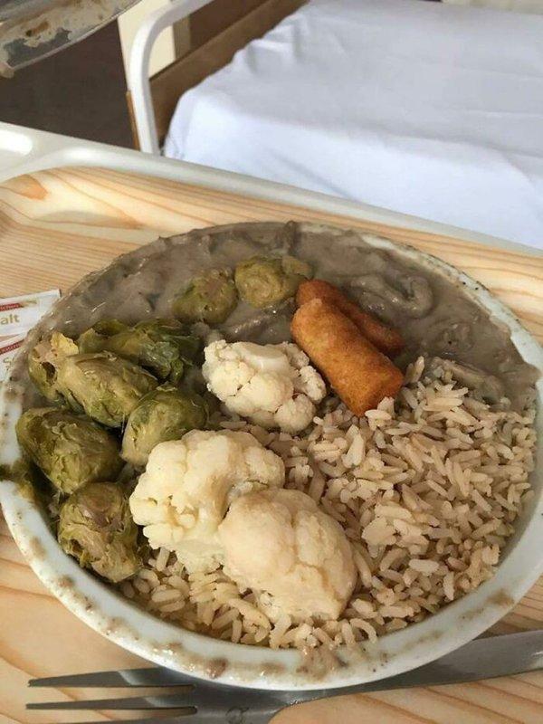 Disgusting Hospital Food (20 pics)