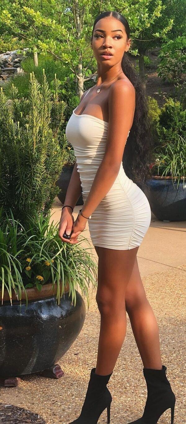 Girls In Tight Dresses (60 pics)
