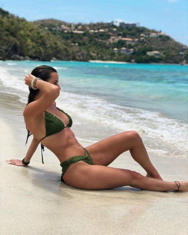 Bikini Girls (55 pics)