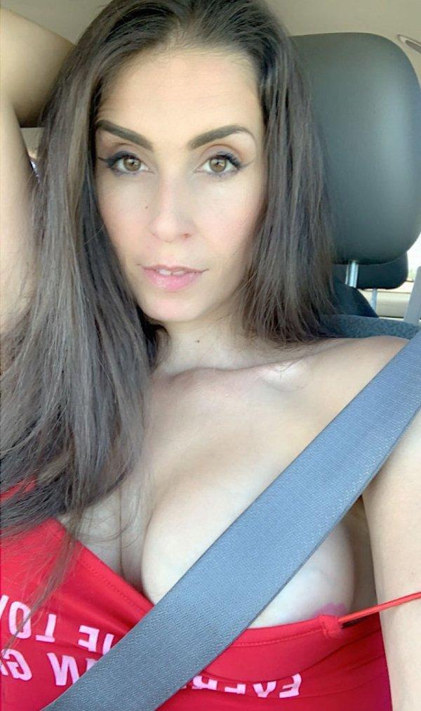 Hot Car Selfies (31 pics)
