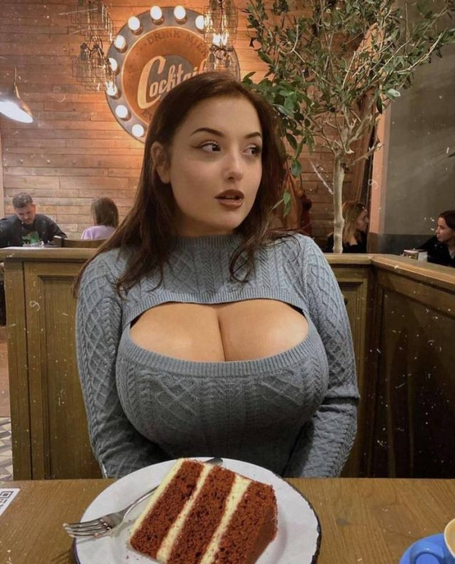Busty Girls (45 pics)