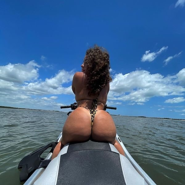 Rear View (53 pics)