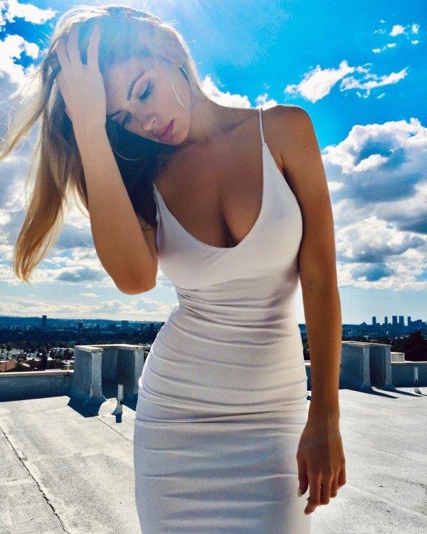 Girls In Sundresses (34 pics)
