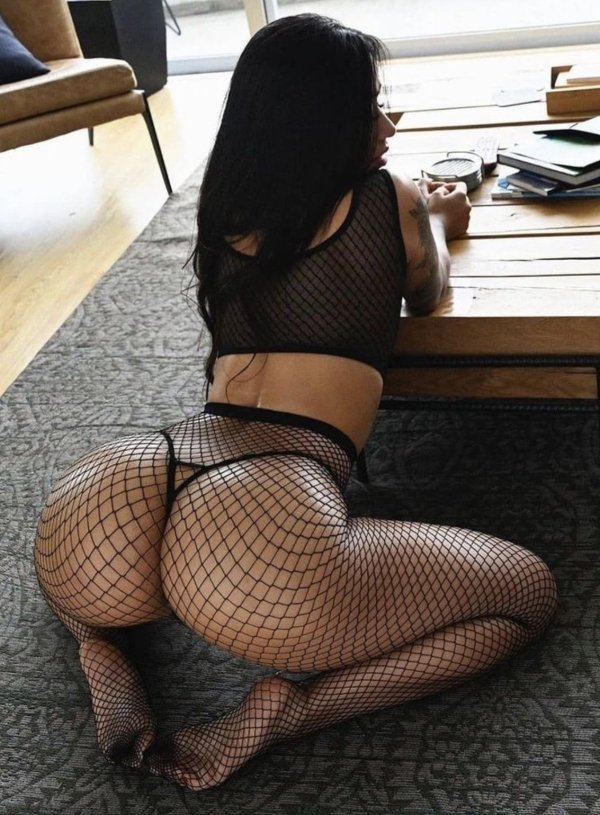 Girls In Lace And Fishnet (36 pics)