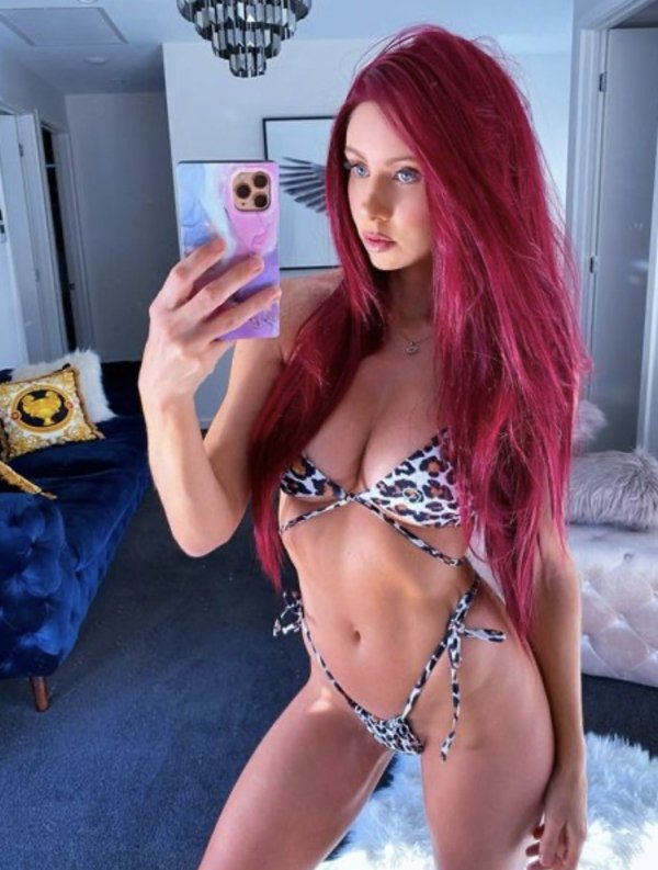 Girls With Dyed Hair (32 pics)