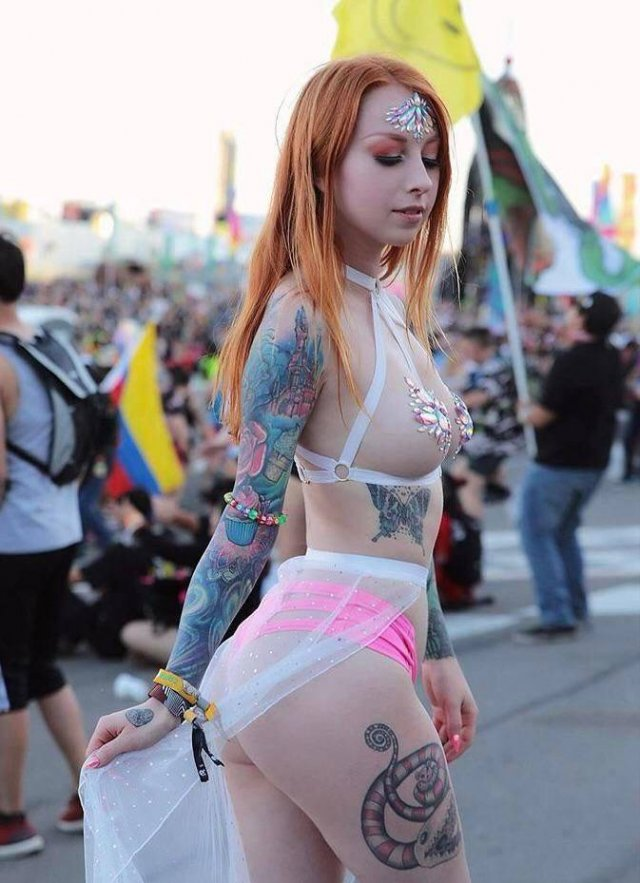 Girls With Tattoos (45 pics)