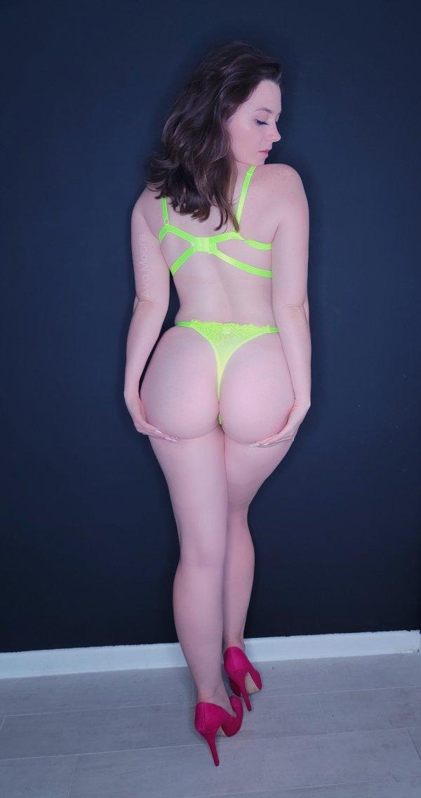 Girls With Beautiful Legs (47 pics)