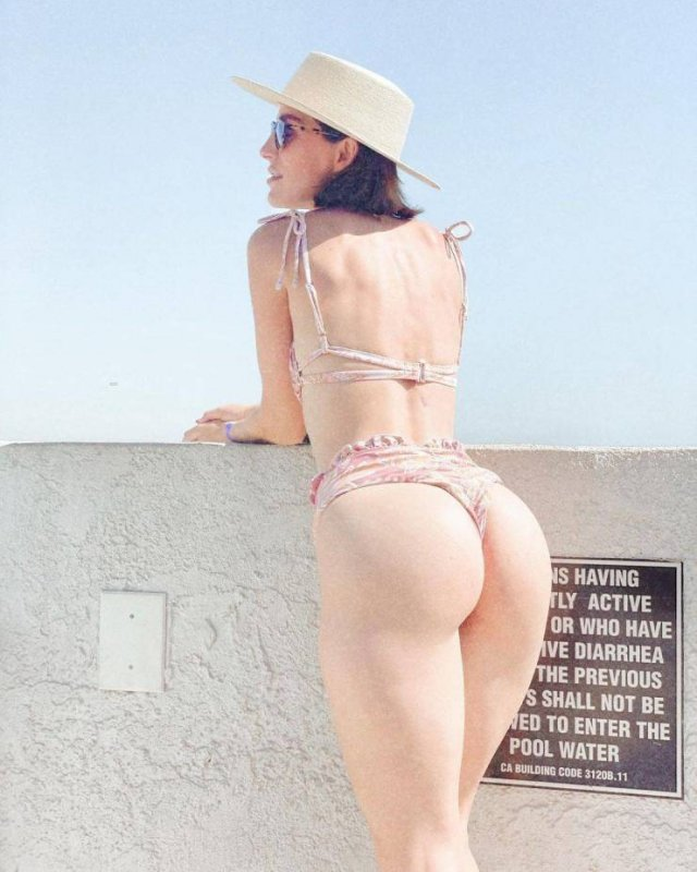 Rear View (43 pics)
