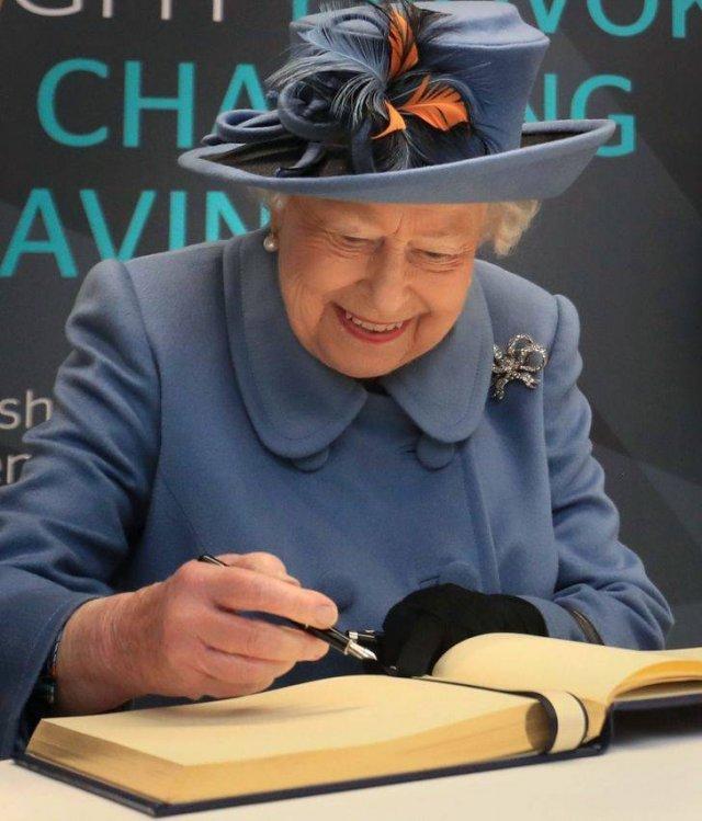 The British Royal Family Facts (10 pics)