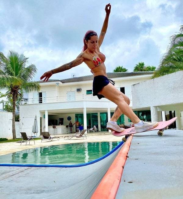 Skater Leticia Bufoni (26 pics)