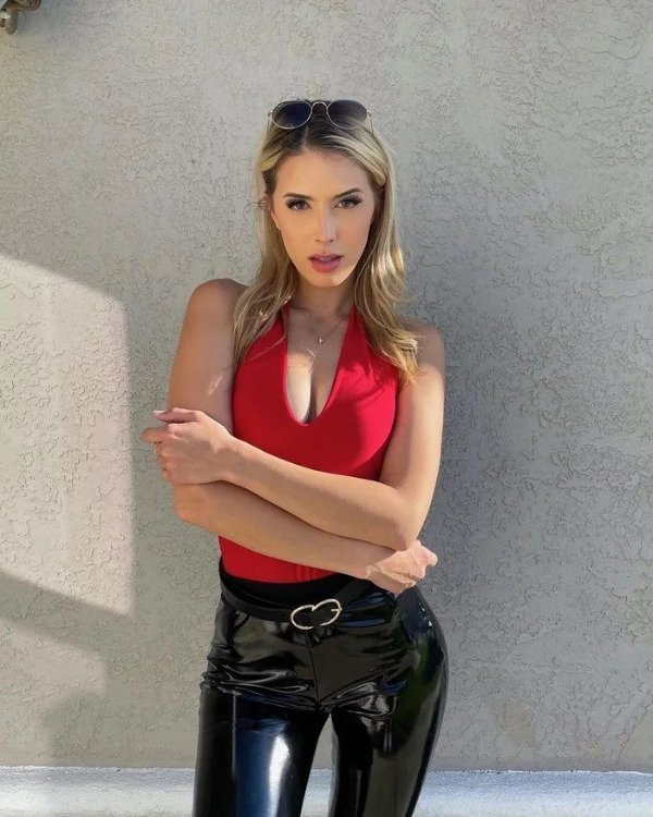 Girls In Latex And Leather (38 pics)