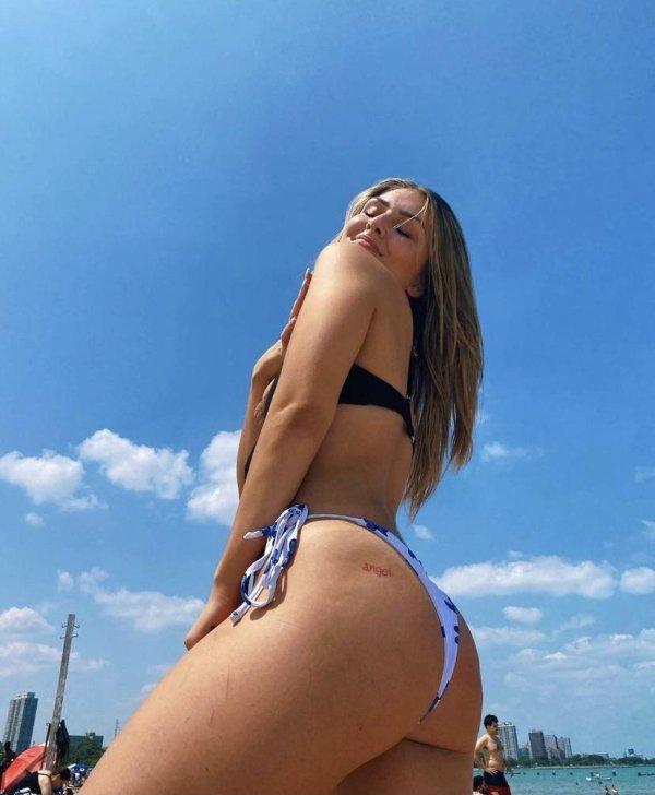 Hot Girls (37 pics)