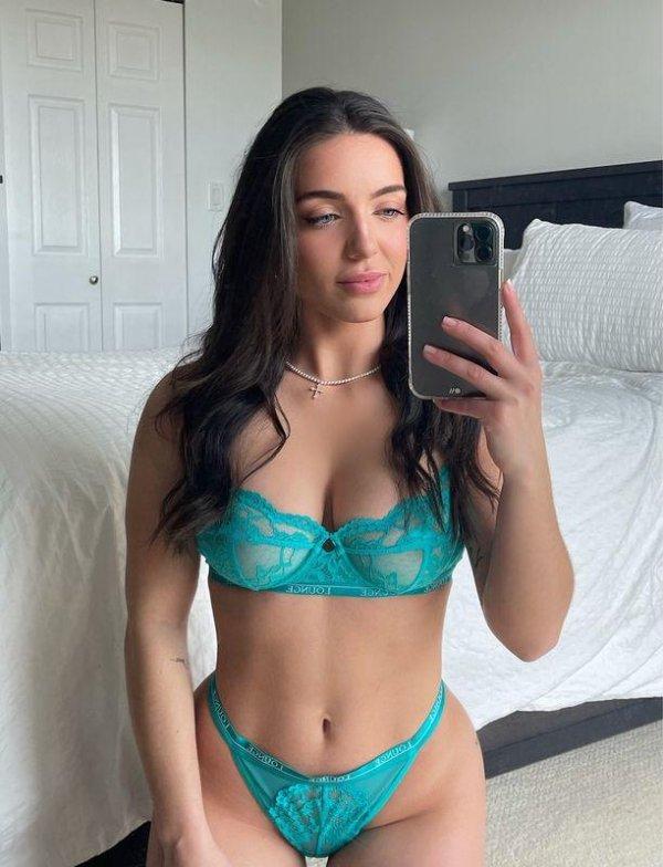 Selfie Girls (38 pics)