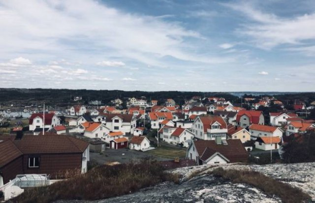 Life In Sweden  (16 pics)