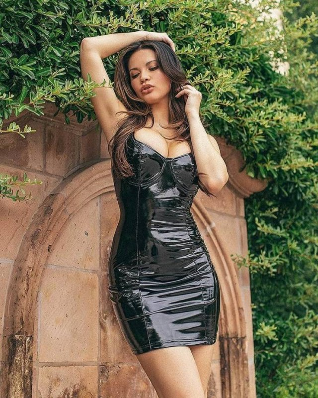 Girls In Latex And Leather (48 pics)